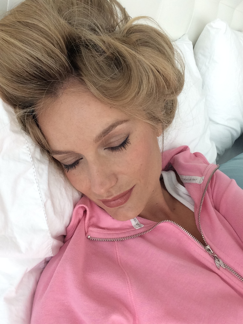 """Renata Zanchi - Taking a nap on set between one shot and the other. """